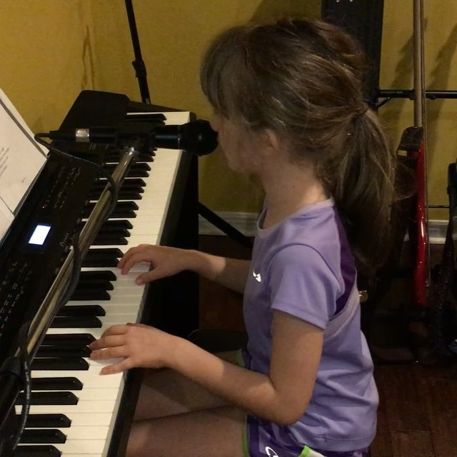 "Completely on her own, my little Sara has been teaching herself ""Car Radio"" by @twentyonepilots - I love this!! #twentyonepilots #music #family"