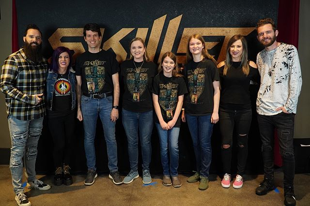 We just got to meet ALL the members of Skillet (@skilletmusic) before their show tonight and they were SO NICE and personable! Can't wait for the show!! #skillet #music #family