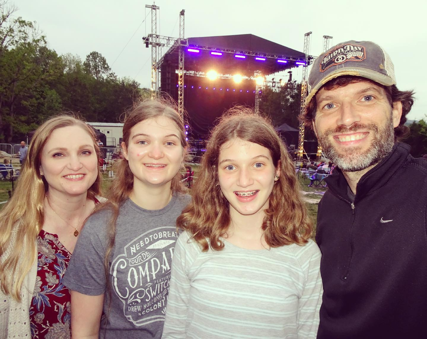 Drew Holcomb (@drewholcombmusic) and the Neighbors at the @thecavernstn - Live Music!!! #family #music #livemusic